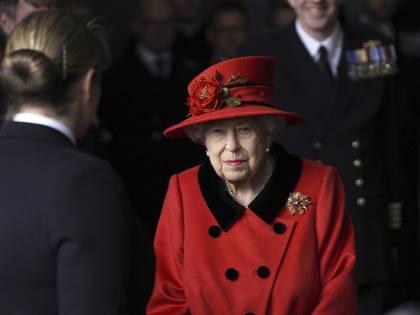 L'incoronazione senza Filippo. La Regina (sola) nel giorno di festa