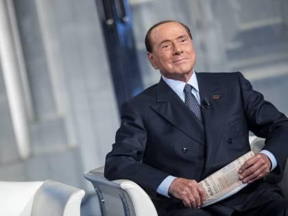 """Berlusconi: """"Al governo per tagliare le tasse, poi la flat tax"""""""