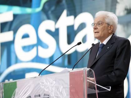 """""""La Storia siamo noi"""". Mattarella ai giovani: c'è molto da cambiare ma l'Italia ce la farà"""