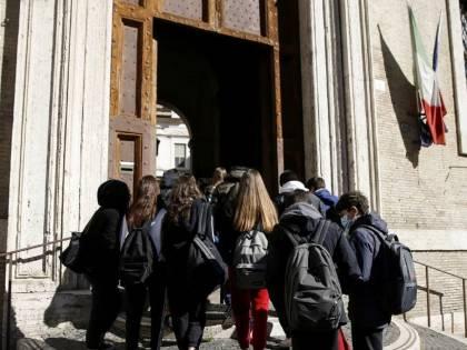 L'ultima follia Pd: più soldi alle scuole con studenti immigrati