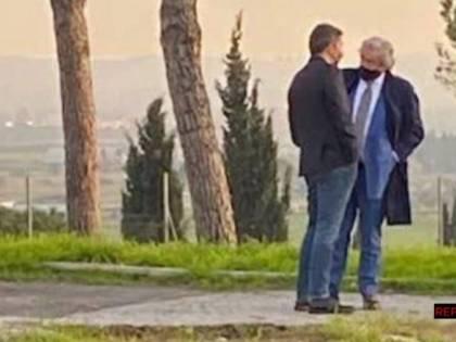Il linciaggio dell'agente segreto cacciato per l'incontro con Renzi