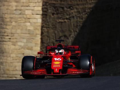 Schiaffone rosso per Hamilton: c'è l'impresa di Leclerc