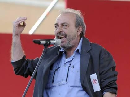 """Il delirio di Vauro: """"Ecco con cosa va sostituito l'Inno nazionale"""""""