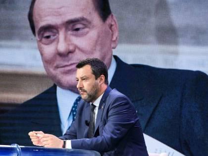 """Prove di """"partito unico"""" per le politiche 2023. E Salvini ufficializza il progetto coi leghisti"""