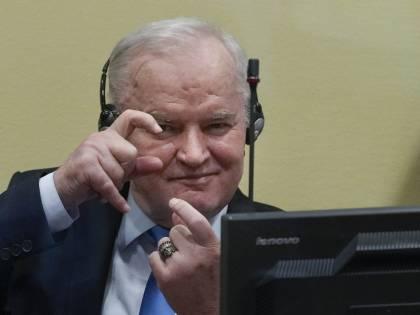 """Confermato l'ergastolo al """"boia"""" Mladic. Biden: sentenza storica, chi sbaglia paga"""