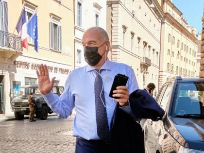 """""""Risolverò i problemi di Roma, come Mr. Wolf"""""""