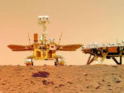 Il rover cinese e il primo selfie. Da Marte sfida agli Usa