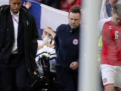 Paura agli Europei: Eriksen ha un arresto cardiaco. Ora è cosciente