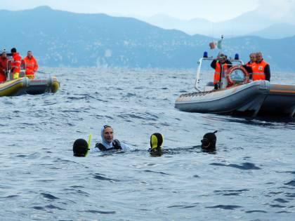 Pescatore prima inghiottito e poi sputato da una balena