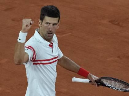 Djokovic-Tsitsipas, finale al Roland Garros. Krejcikova regina delle donne