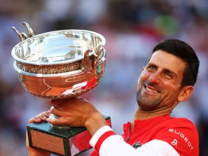 Grande rimonta al Roland Garros: Djokovic supera Tsitsipas al 5 set