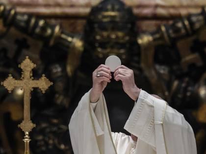 """Ora il Papa è """"accerchiato"""" sulla comunione al presidente Usa"""
