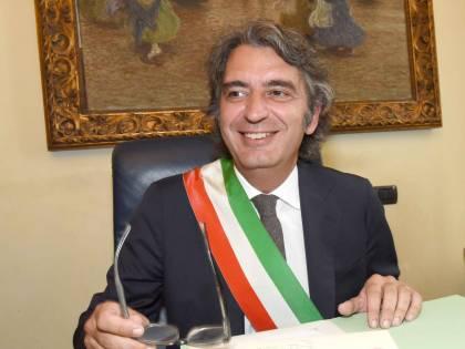 Il sindaco di Verona passa con la Meloni. Comuni, si cerca l'intesa