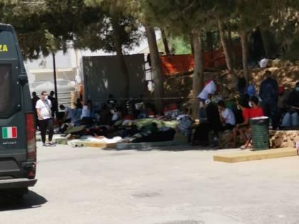 """""""Com'è la situazione...?"""". Perché Lampedusa ora ha paura"""