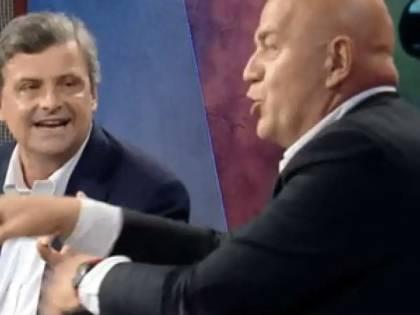 """""""Quaquaraquà"""", """"Pagliacciata"""": Rissa in tv tra Rizzo e Calenda"""