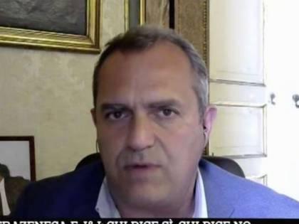 """Cavie"" ""Irresponsabilità assoluta"": lite De Magistris-Burioni sui vaccini"