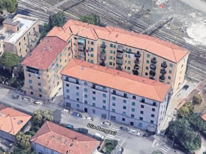 Lo strano caso del palazzo capovolto: gli appartamenti non possono essere venduti