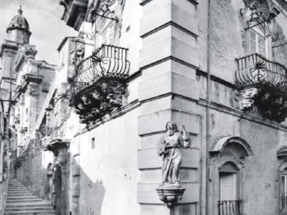 L'eros si è fatto di marmo negli scatti di Peppe Leone