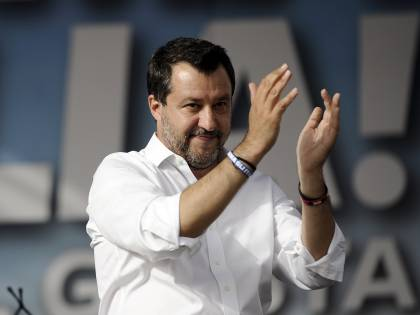 """""""Inginocchiarsi? Roba da radical chic alla Saviano"""", Matteo Salvini replica a Letta"""