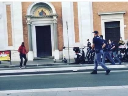 Il coltello, lo sparo: la follia del ghanese a Roma