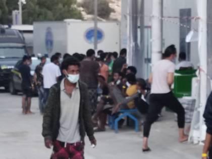 """""""Situazione vergognosa"""". Il video nell'hotspot di Lampedusa"""