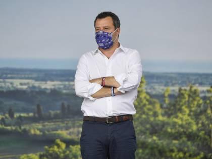 """""""Non si volti dall'altra parte"""": Salvini attacca Lamorgese"""