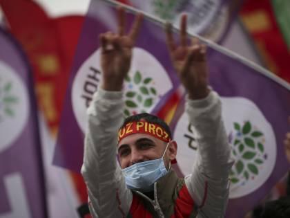 Erdogan stringe sui curdi. Pronta la sentenza contro di loro