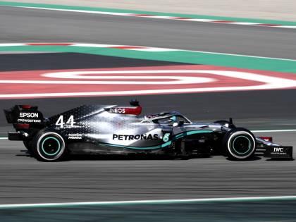 """Formula Uno, giallo sul volante della Mercedes: """"Sistema conforme alle normative"""""""