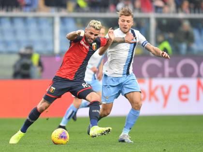 La Lazio vince 3-2 contro il Genoa e risponde alla Juve. Roma-Lecce 4-0