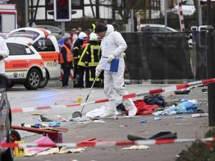 Germania, auto sulla folla: l'autore dell'attentato di carnevale è un 29enne tedesco
