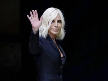 Coronavirus, Versace annulla la sfilata di maggio negli Stati Uniti