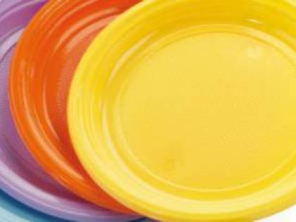 Piatti di plastica tossici: ecco i lotti ritirati dal mercato