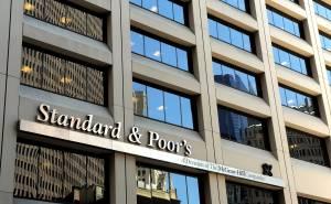 S&P premia l'Italia, ma avverte su Mps
