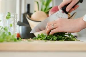 Dieta vegana per i senior: vantaggi, benefici e rischi