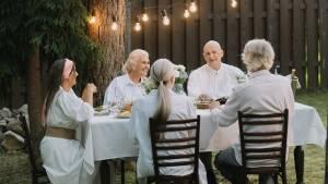 Aperitivi estivi leggeri: idee in cucina per i senior