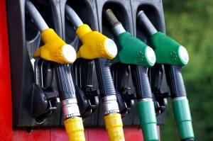 Vola il prezzo della benzina: i rincari più alti dal 2014