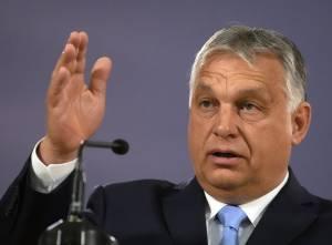 """In migliaia al Gay Pride di Budapest. Orbán: """"L'Ue ci ricatta, no ai suoi soldi"""""""