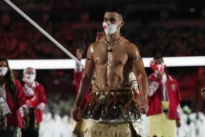 """Pita, se l'uomo nudo diventa simbolo dei Giochi """"Altro che tuta, io vesto la cultura tongana"""""""