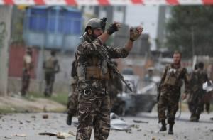 "I talebani stringono d'assedio Kandahar. Decapitato un interprete: ""Spia degli Usa"""
