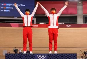 Due cinesi sul podio con la spilla di Mao. E il Cio usa il pugno duro su Hiroshima