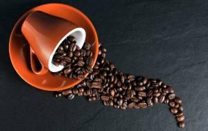 Caffè classico o decaffeinato: cosa bere a 60 anni