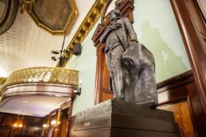 """Via la statua: era uno schiavista"": sinistra Usa contro i padri fondatori"