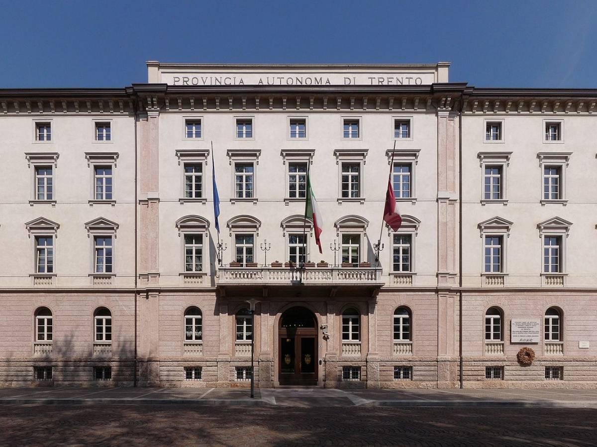 La casta di Trento e Bolzano: 80 euro in più ai dipendenti ...