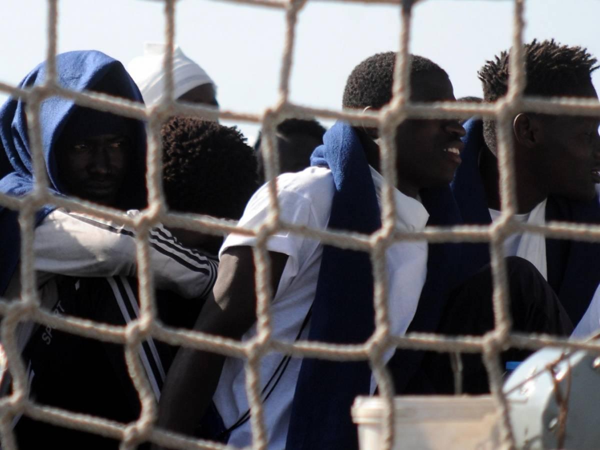 Immigrati, stretta sui permessi umanitari. Il Viminale ...