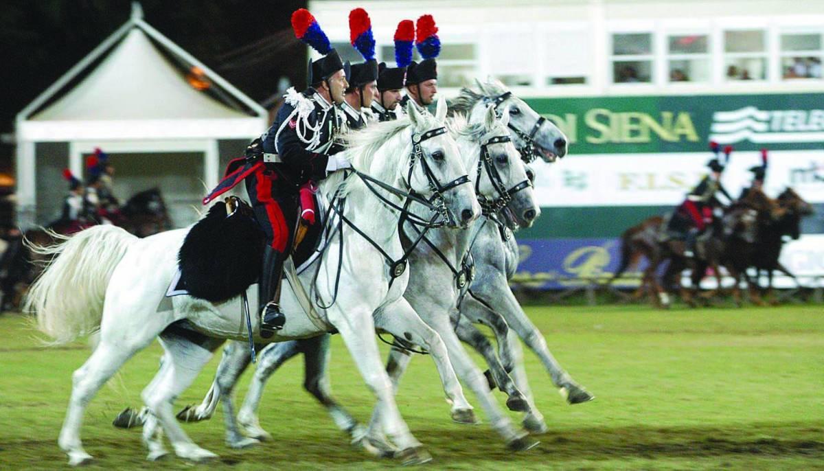 Stasera il carosello dei carabinieri a cavallo