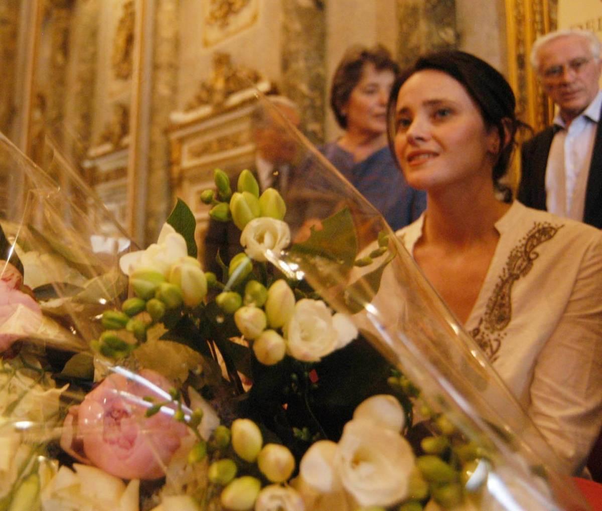 Fiori e striscioni in via Jan: «Bentornata Clementina»