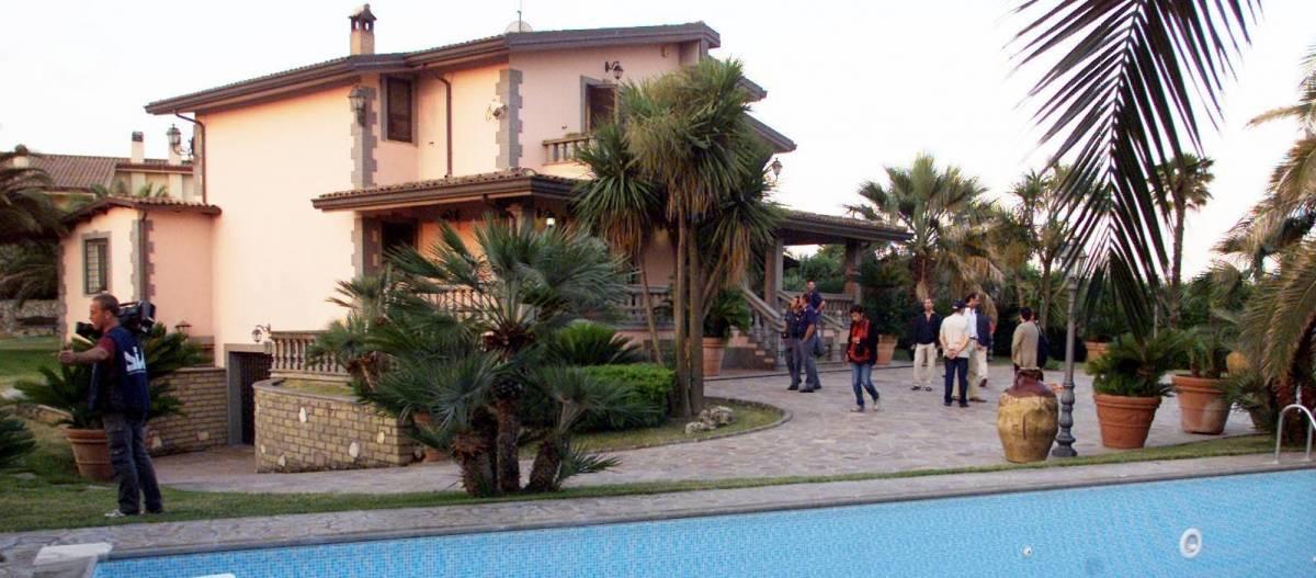 «Rubavano» case di lusso per affittarle