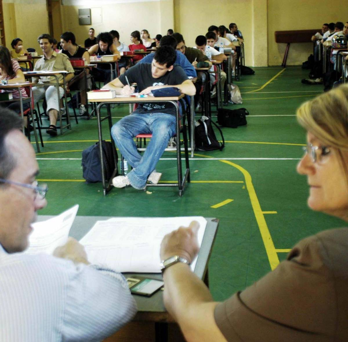 Gli studenti dribblano il tema d'italiano