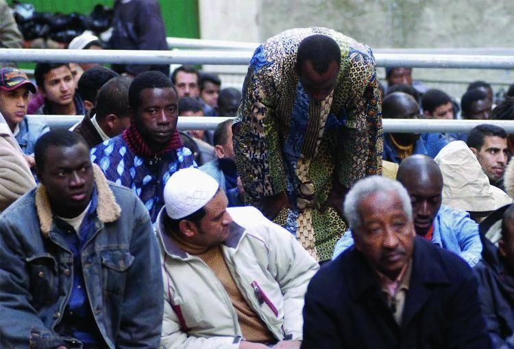 Un  marocchino clandestino  tenta di stuprare una turista