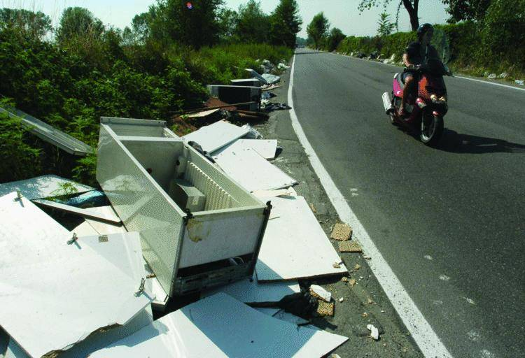 Ceriale, una task force farà la «ronda di notte» contro i rifiuti abusivi
